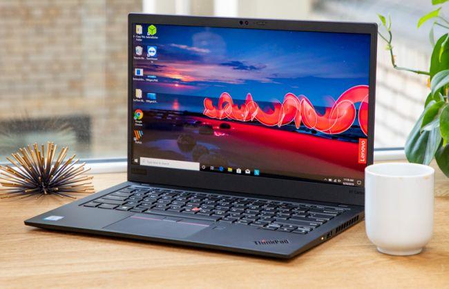 بررسی بهترین لپ تاپ های سال 2020 - لپ تاپ لنوو Lenovo ThinkPad X1 Carbon - بهترین لپ تاپ تجاری